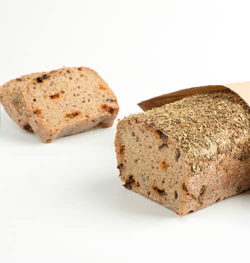 Хлеб на закваске с оливками и вяленными томатами